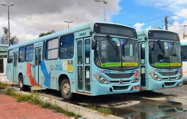 Fortaleza: Protesto por vacina para profissionais do transporte paralisa ônibus nos terminais do Papicu e de Messejana