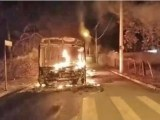 SP: Ônibus acaba incendiado em ato de vandalismo na cidade de Iperó