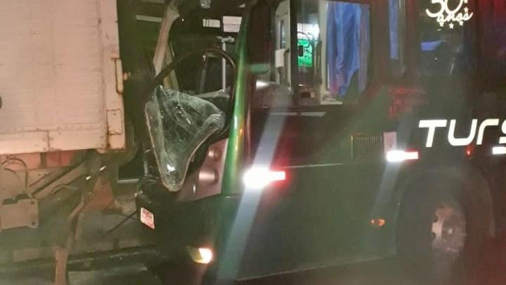 RJ: Acidente com ônibus da Tursan deixa sete feridos em Volta Redonda