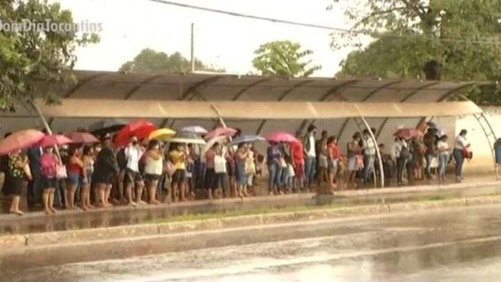 Palmas: Estação de ônibus registra aglomeração de passageiros nesta manhã