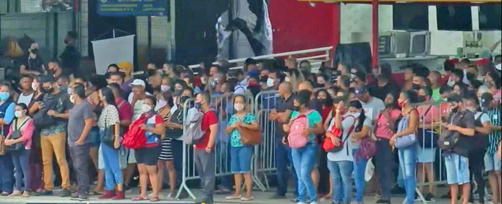 Vídeo: BRT Rio amanhece com atrasos, aglomerações e problemas no ar-condicionado