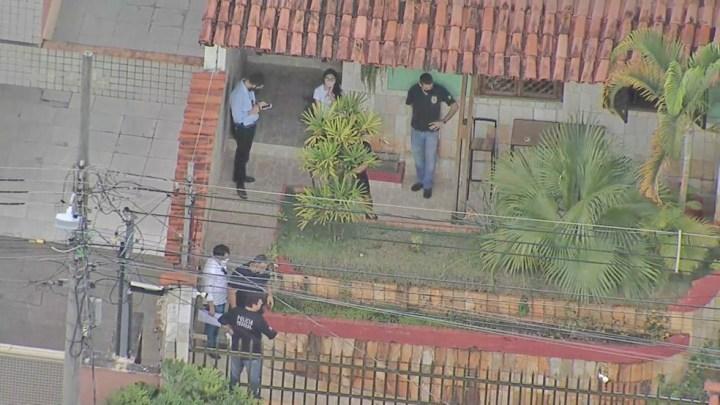 Belo Horizonte: PF realiza busca e apreensão na casa de mulher que teria aplicado vacina em garagem de ônibus do Grupo Saritur