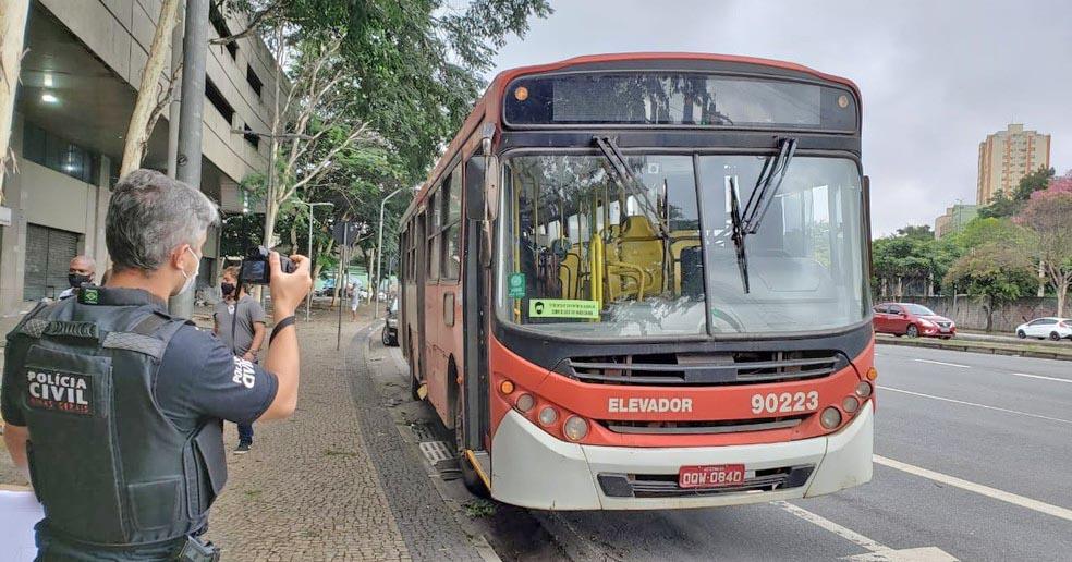Homem morre atropelado por ônibus na Avenida do Contorno em Belo Horizonte