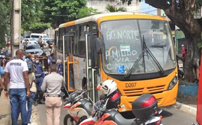 Acidente envolvendo dois micro-ônibus deixa sete feridos nesta tarde em Salvador