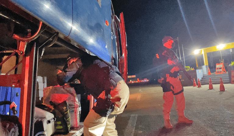RS: PRF apreende passageiro de ônibus na BR-153 em Erechim