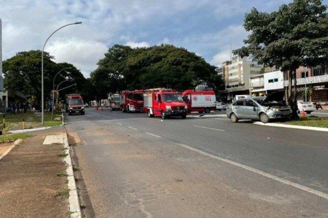 Brasília: Acidente entre carro e dois ônibus deixa uma pessoa ferida na W3 Norte