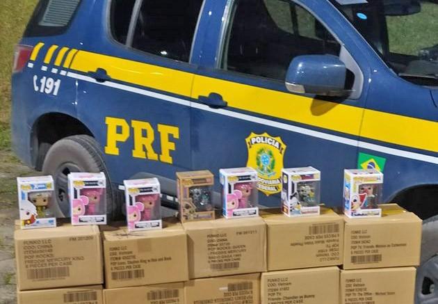 SP: PRF apreende brinquedos durante fiscalização em ônibus na BR-116 em Barra do Turvo