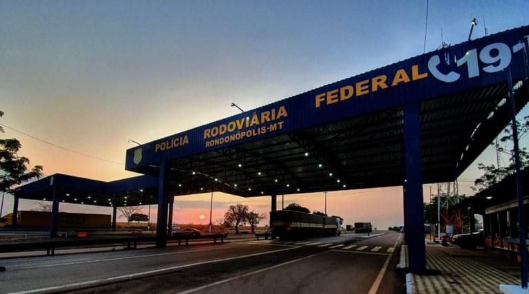 Rondonópolis: Homem é preso pela PRF e PF transportando 7 kg de cocaína em ônibus