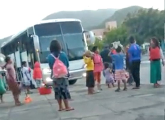 CE: Venezuelanos são deixado em Itapipoca por um ônibus intermunicipal