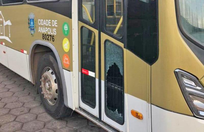 GO: Homem acaba preso em Anápolis após quebrar ônibus da Urban