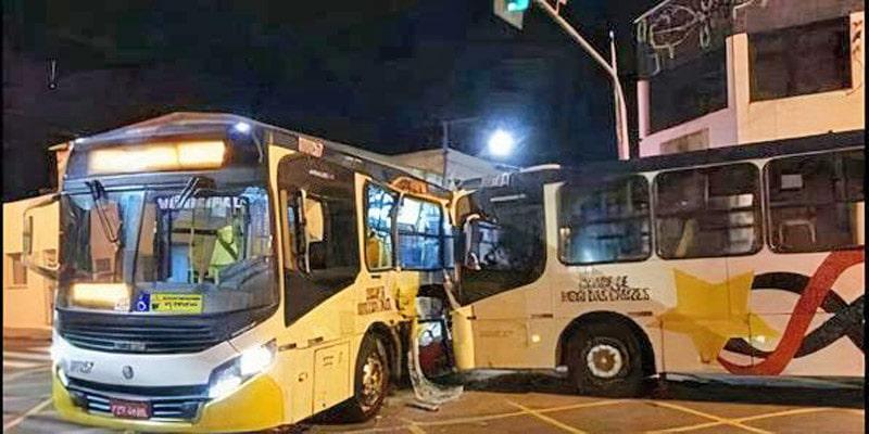 SP: Acidente entre dois ônibus em Mogi das Cruzes chama a atenção