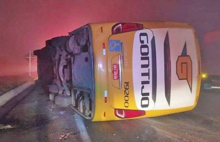 MG: Ônibus da Gontijo que tombou na BR-381 está na frota desde 2017