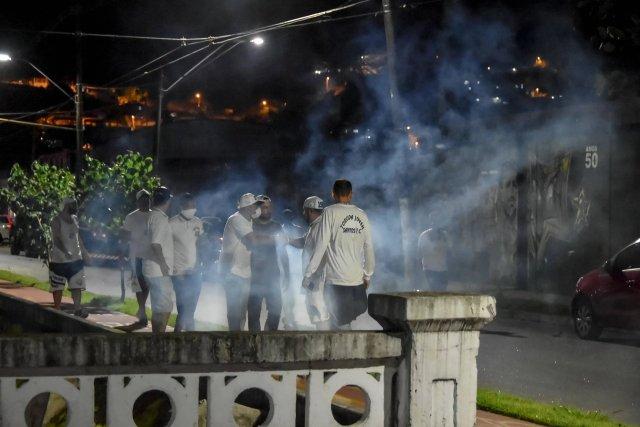 SP: Ônibus do Santos é apedrejado após vitória e o não rebaixamento no Paulistão - revistadoonibus