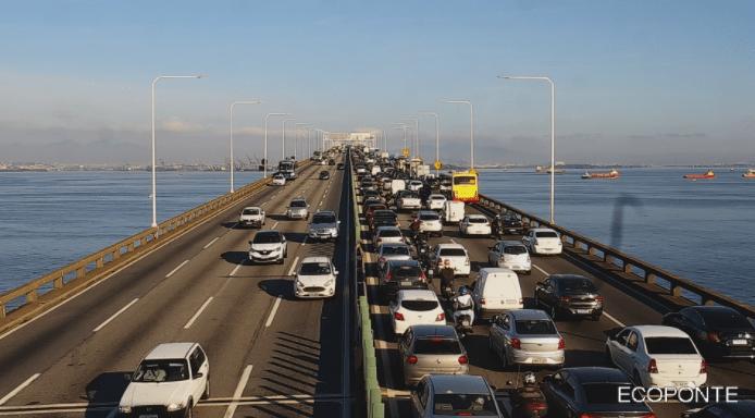 Acidente na Ponte Rio x Niterói complica o fluxo no sentido Rio