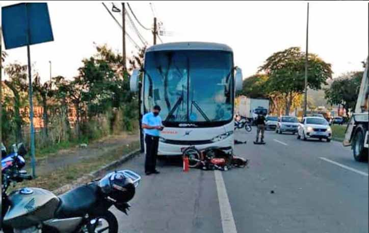 MG: Acidente entre moto e ônibus deixa um morto em Ipatinga