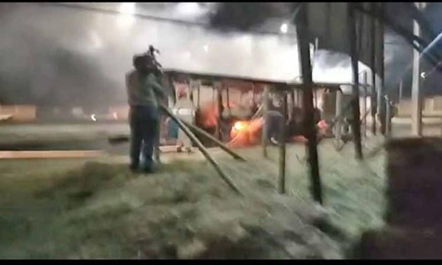 ES: Ônibus do Transcol é incendiado na Rodovia do Sol em Vila Velha - revistadoonibus