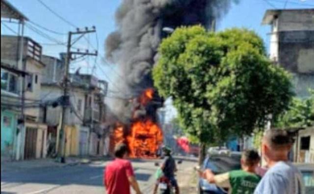 Vídeo: Ônibus da Transportes Campo Grande pega fogo na zona oeste do Rio de Janeiro - revistadoonibus