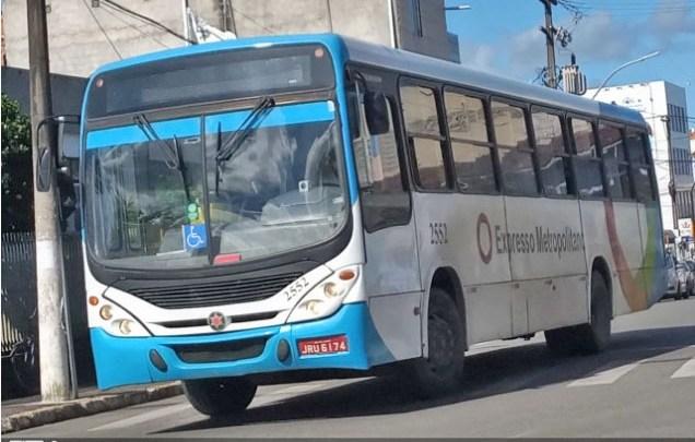 Salvador: Passageira de ônibus é baleada durante assalto na Estrada Cia Aeroporto