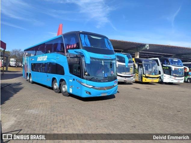 Eucatur surge com novo ônibus azul  DD 8×2 Volvo B450R