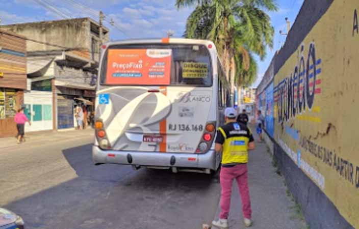 Rio: DETRO realiza operação em ônibus na Baixada Fluminense
