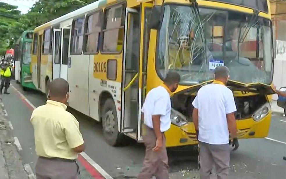 Salvador: Acidente entre três ônibus deixa quatro feridos nesta manhã