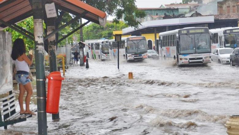 João Pessoa alerta para redução temporária da frota de ônibus por conta das chuvas