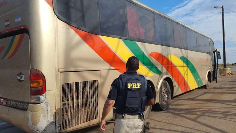 MT: PRF apreende ônibus rodoviário em situação precária na BR-163 - revistadoonibus