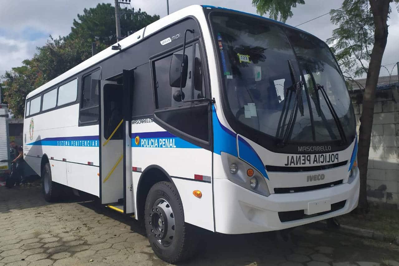 Paraná recebeu mais dois ônibus adaptados para transporte de presos