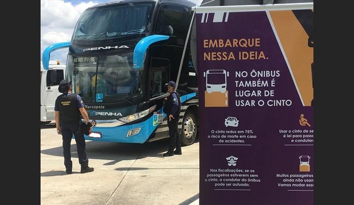 Maio Amarelo: ANTT e CCR NovaDutra orientam passageiros de ônibus sobre uso do cinto de segurança