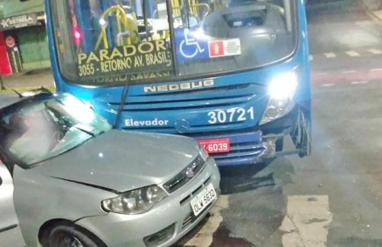 Acidente entre carro e ônibus deixa dois feridos em Belo Horizonte