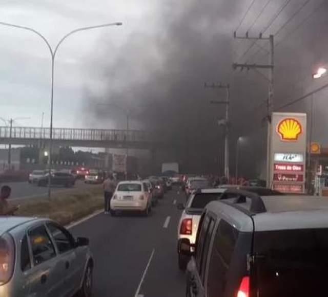 ES: Manifestação interdita a Rodovia do Sol em Vila Velha - revistadoonibus