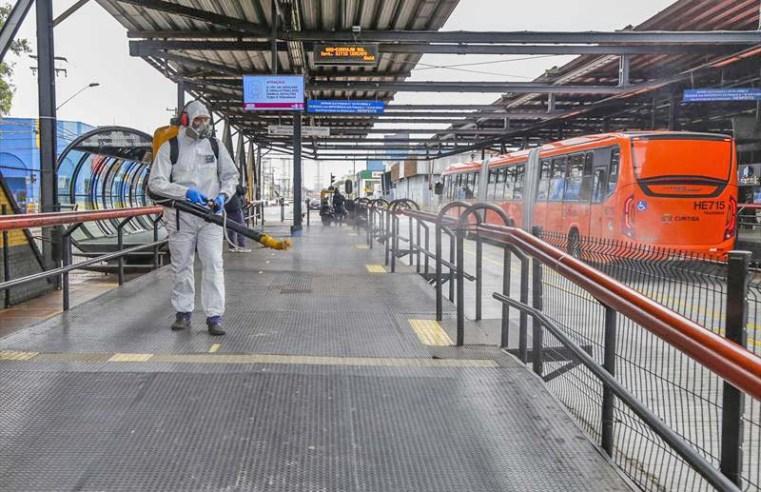 Curitiba: Após reclamações, prefeitura inicia sanitização em ônibus e em terminais