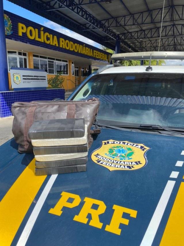 Vídeo: Passageira de ônibus é presa com entorpecentes durante fiscalização em Vitória da Conquista - revistadoonibus