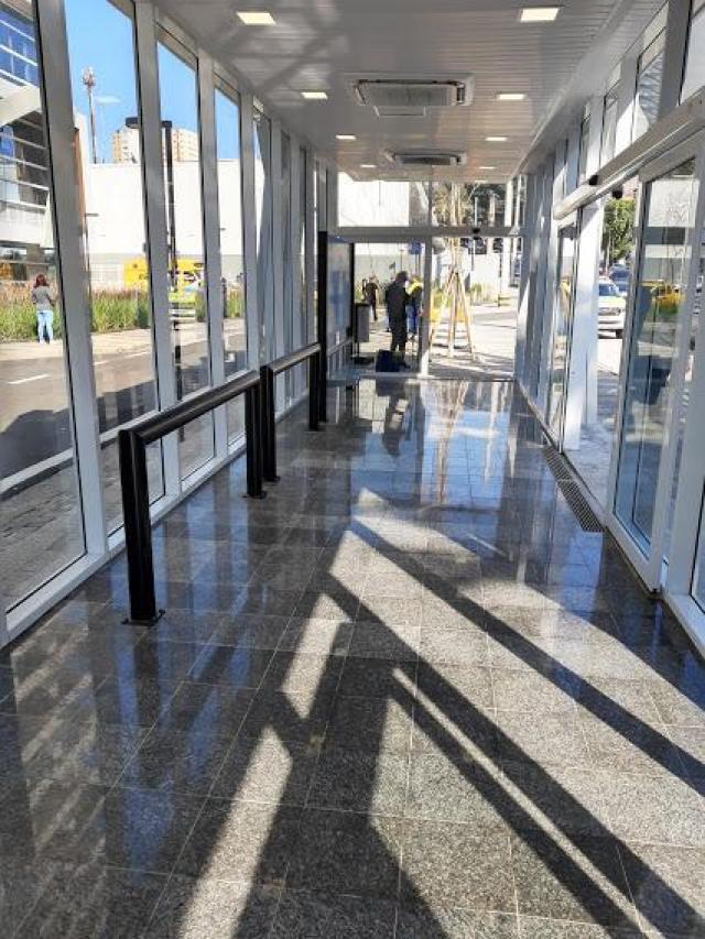 SP: Guarulhos inaugura ponto de ônibus com ar-condicionado na Avenida Tiradentes - revistadoonibus