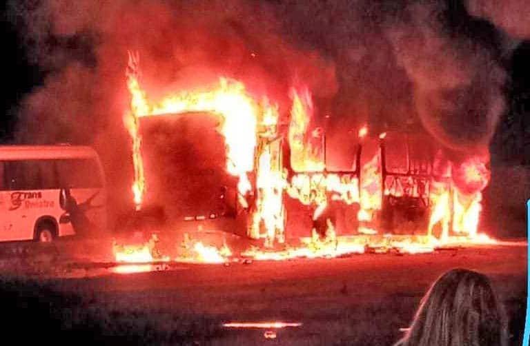 Vídeo: Traficantes incendiam ao menos 7 ônibus em Manaus neste domingo - revistadoonibus