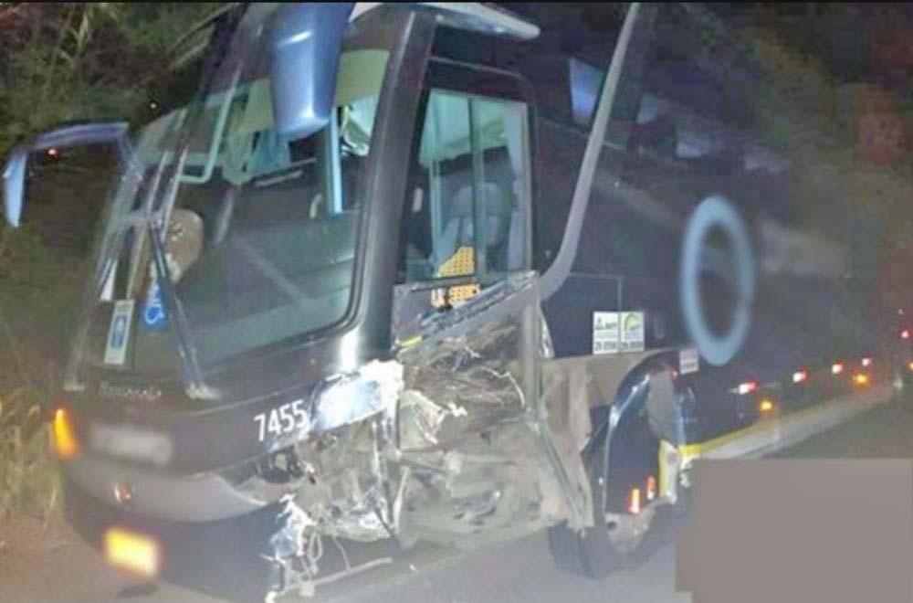 BA: Acidente entre carro e ônibus da Expresso Brasileiro chama a atenção na BA-263