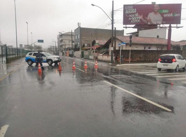 SC: Chuva deixa ruas de Balneário Camboriú alagadas neste fim de semana - revistadoonibus