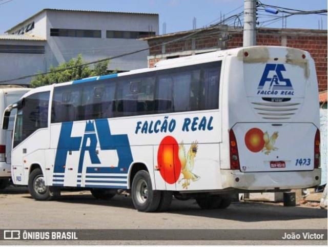 Salvador: Ex-funcionários da Falcão Real fazem protesto na região da rodoviária - revistadoonibus
