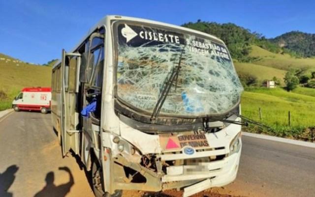 MG: Acidente entre caminhão e micro-ônibus deixa onze feridos na BR-356 em Muriaé - revistadoonibus