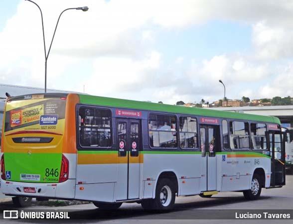 Tentativa de assalto em ônibus deixa passageira adolescente baleada no Recife