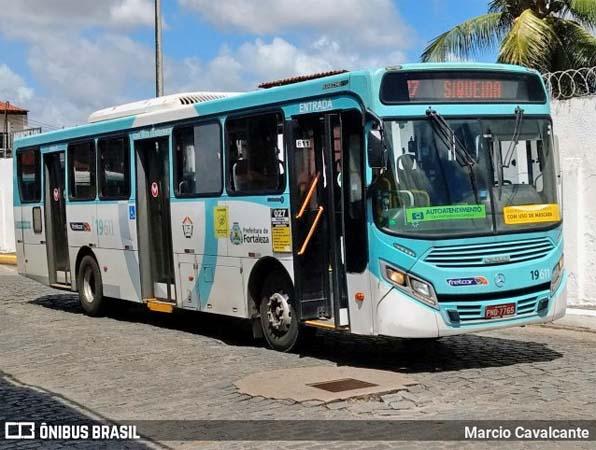 Fortaleza realiza cadastro de vacinação contra Covid-19 nos terminais de ônibus
