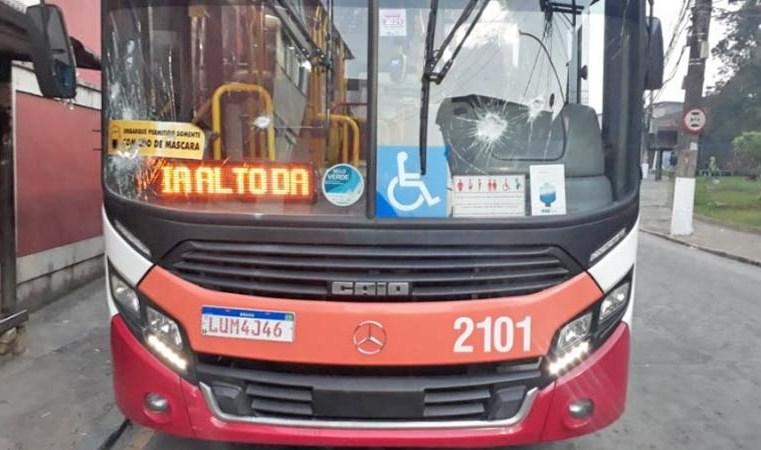 RJ: Ônibus da Petro Ita é depredado no Alto da Serra em Petrópolis