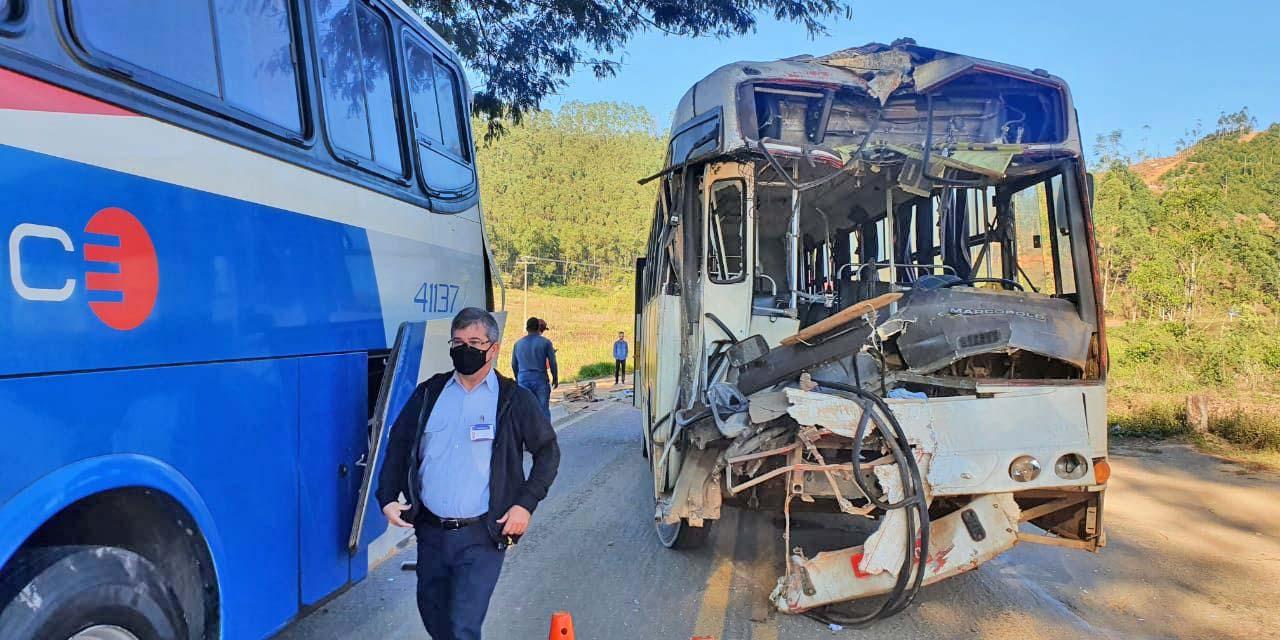 MG: Acidente entre dois ônibus deixa sete feridos na BR-474 em Piedade de Caratinga