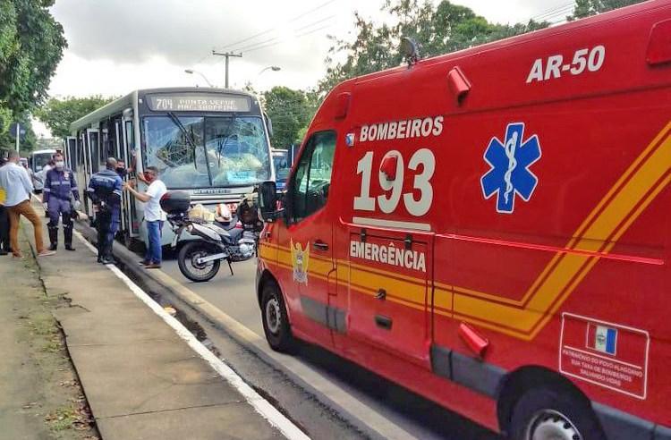 Maceió: Acidente com dois ônibus deixa nove feridos na Avenida Fernandes Lima