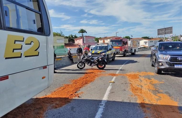 Natal: Moto se envolve em acidente com micro-ônibus no viaduto do Quarto Centenário