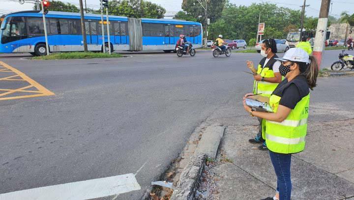 Manaus realiza levantamento sobre fluidez de veículos na Avenida Max Teixeira