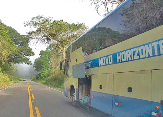 BA: Ônibus da Novo Horizonte deixa bagagens de passageiros caírem na BA-650