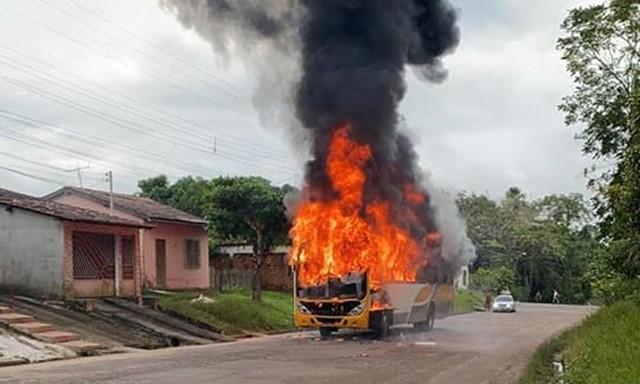 PA: Ônibus é destruído pelo fogo nesta manhã na cidade de Castanhal