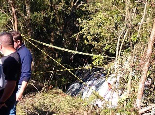 SC: Micro-ônibus cai em ribanceira na Serra de Urubici deixando dois feridos - revistadoonibus