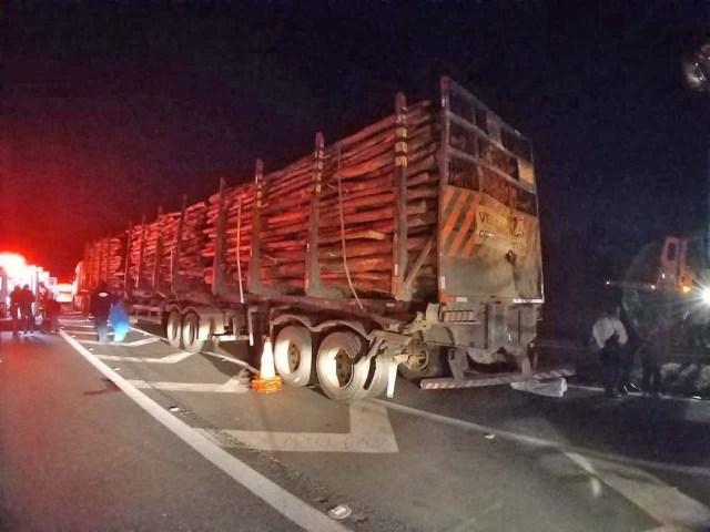 SP: Acidente entre caminhão e ônibus deixa mais de 20 feridos na Rodovia Castello Branco, em Boituva - revistadoonibus